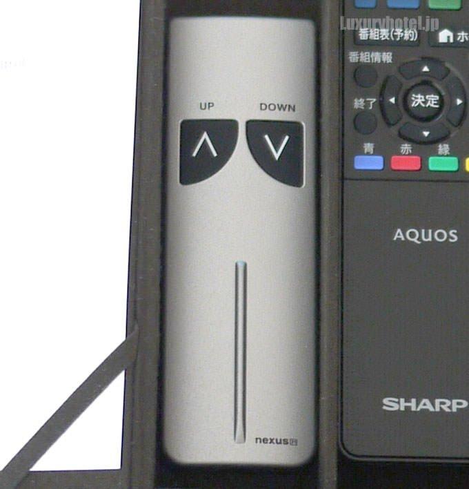 テレビの上げ下げは専用のリモコンで操作する
