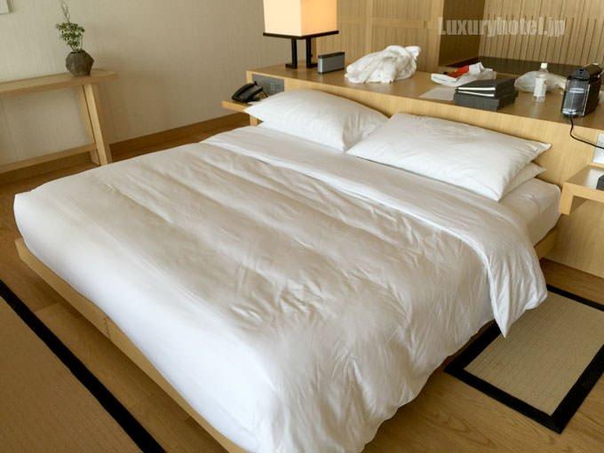 起きたままだったベッドが綺麗になっている