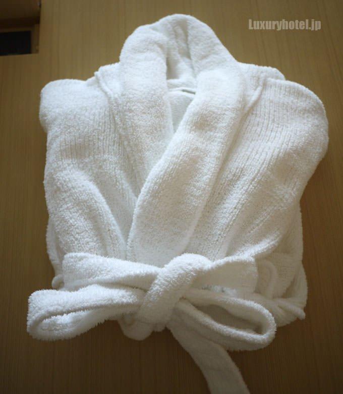 バスローブは綺麗に折りたたんであった。