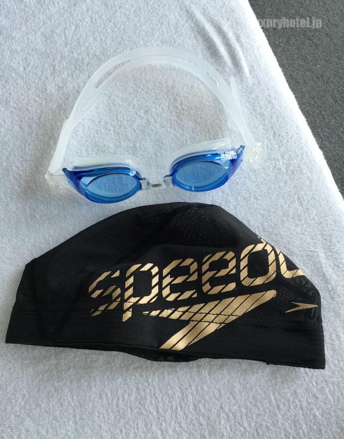 プールに入る際には無料で帽子とメガネを借りれる 水着は有料