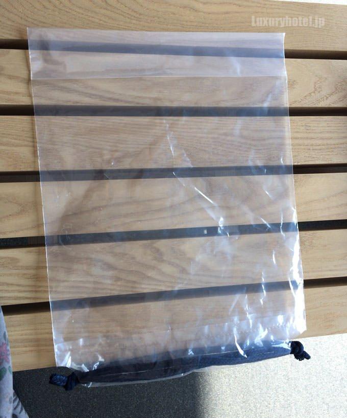 更衣室にはビニール袋も用意されている