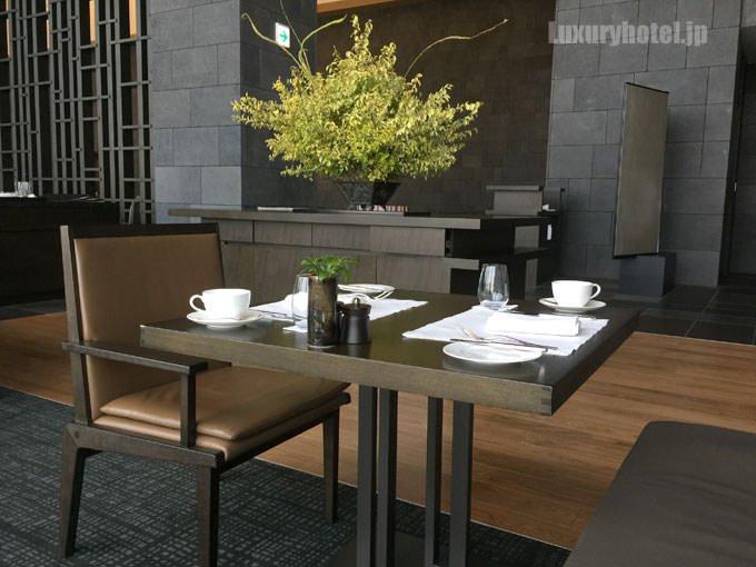 「ザ・ザ・レストラン by アマン」のテーブル