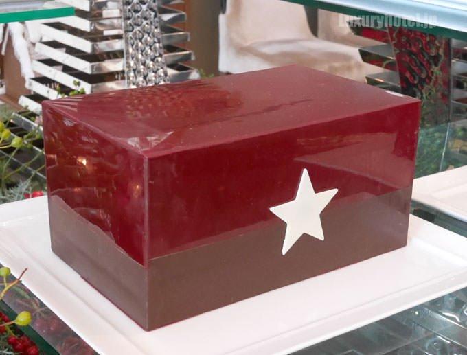 コフレ・ド・レーヴの外側は星のマークがついたチョコレートボックス