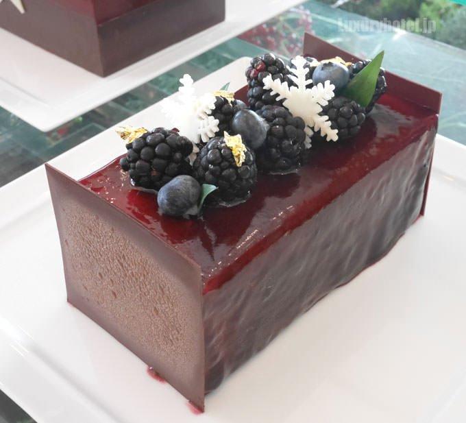 コフレ・ド・レーヴのボックスの中にはフランボワーズとチョコレートムースケーキ