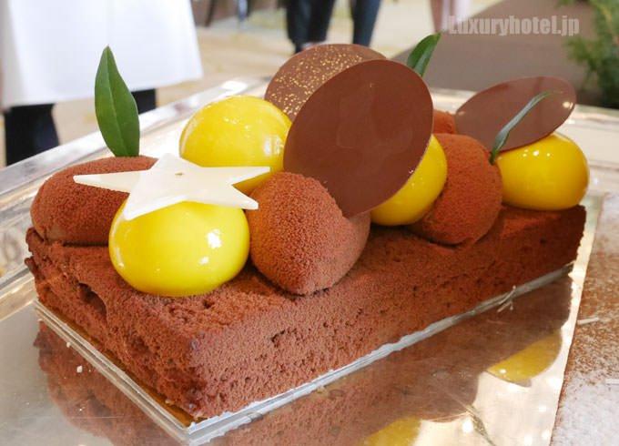 ヘクセンハウスの中にはオレンジクリームのケーキ