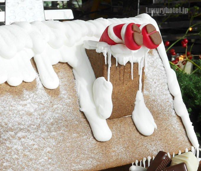 サンタクロースが頭から入ろうとしています