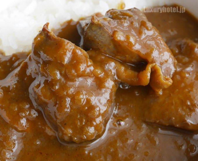 地鶏チキンカレー 大きな肉が入っている