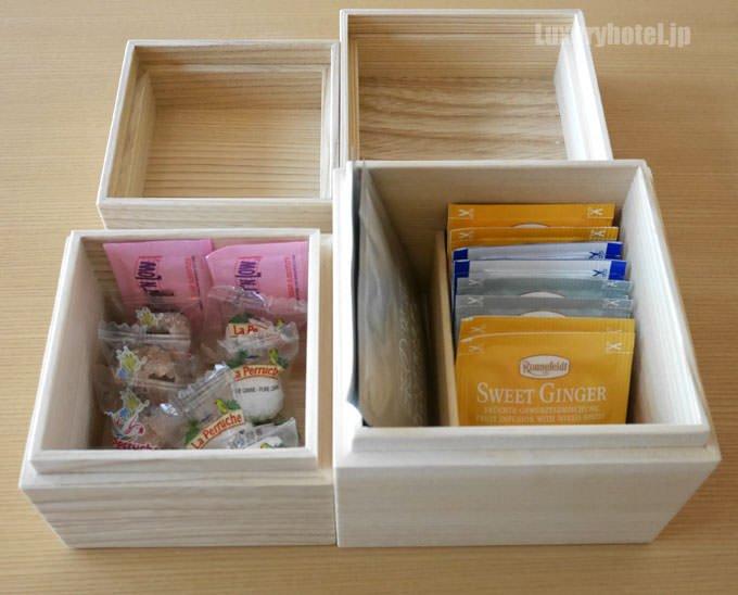 木箱の中に紅茶や日本茶など