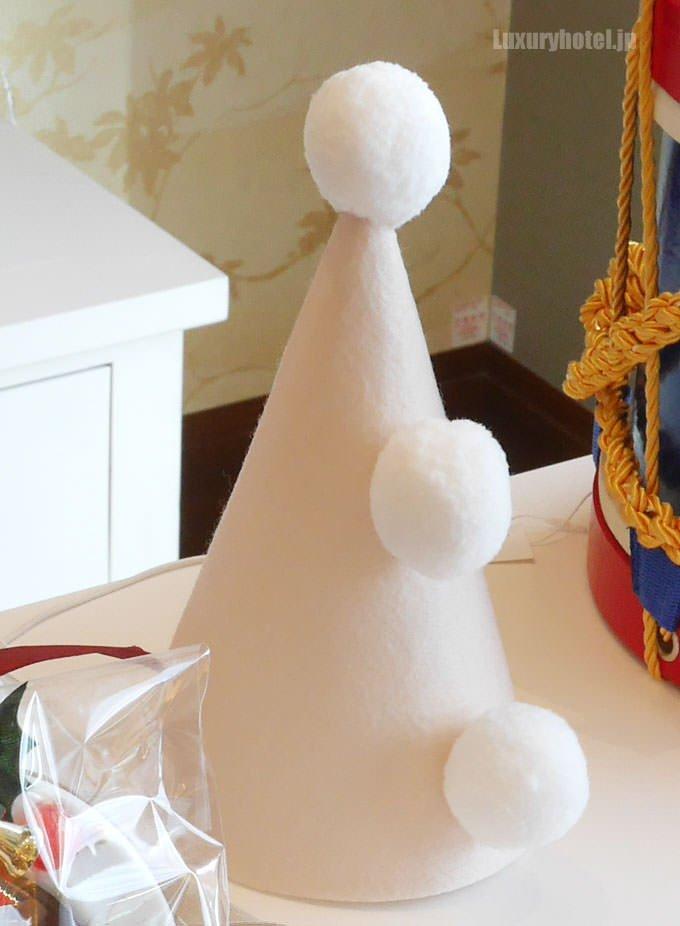 クリスマスハンパー についている三角帽子