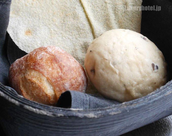 黒オリーブのパンが美味しい