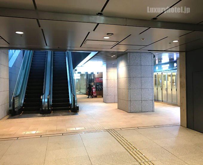 大手町フィナンシャルシティ サウスタワーの地下に出るのでエレベーターを上がる