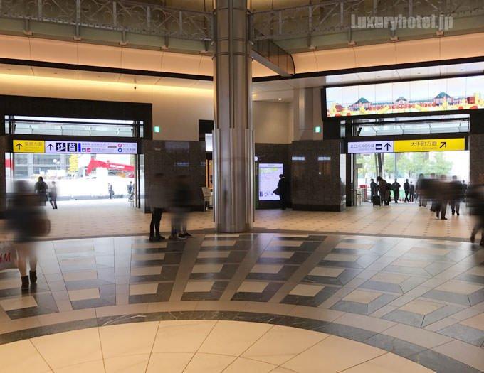 東京駅の丸の内南口に出る