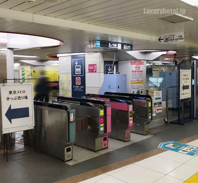 切符売り場の奥に東京メトロの改札がある
