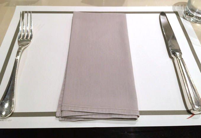テーブルセットは上品な色合い