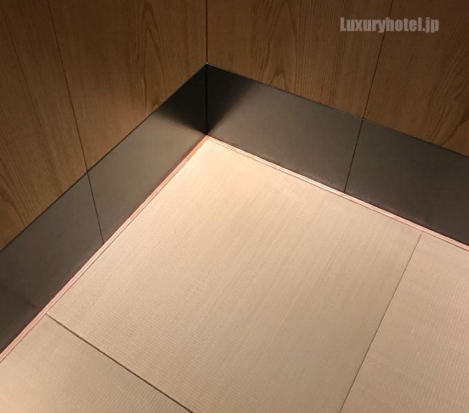 エレベーターの中も畳敷き