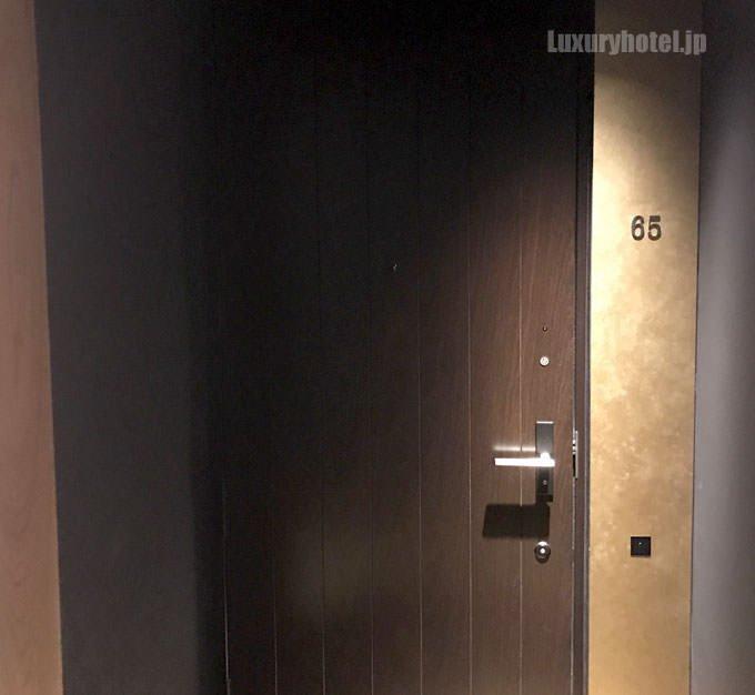 普通の部屋には格子戸はない