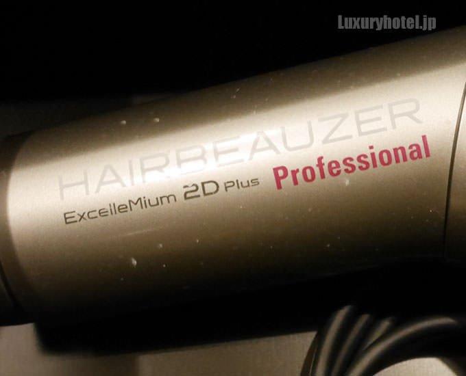 ドライヤーは「ヘアビューザー エクセレミアム 2D Plus プロフェッショナル」