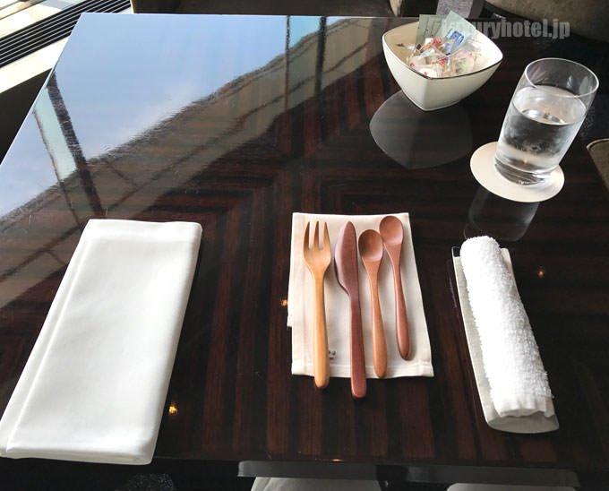 プリヴェ・アフタヌーンティーのテーブルセッティング
