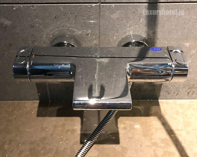 シャワーのお湯を出すハンドル