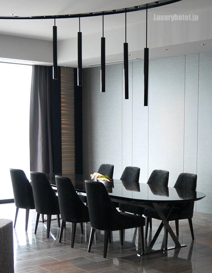リビングテーブルと椅子