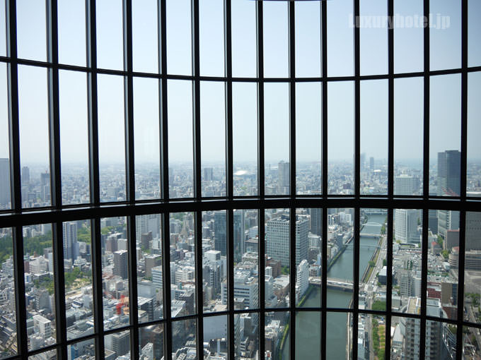 40階のロビーから見た景色 大パノラマが広がる