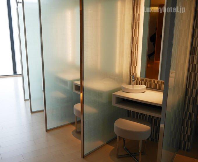 更衣室にある洗面所