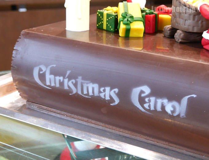 リーヴル ド ノエル 背表紙には「クリスマス キャロル」と書かれている