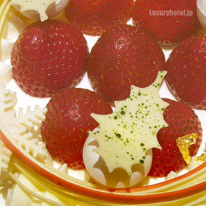 トップには粒の大きい苺
