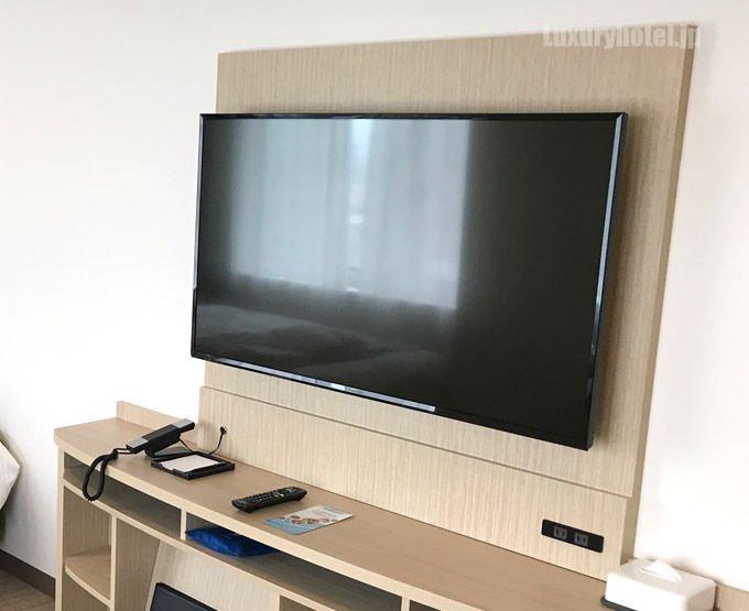 テレビは大型の液晶テレビ