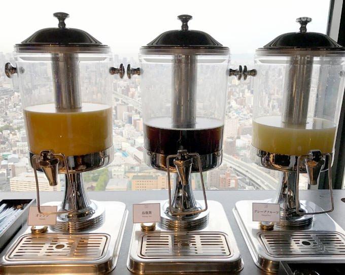 「オレンジジュース」と「烏龍茶」と「グレープフルーツジュース」
