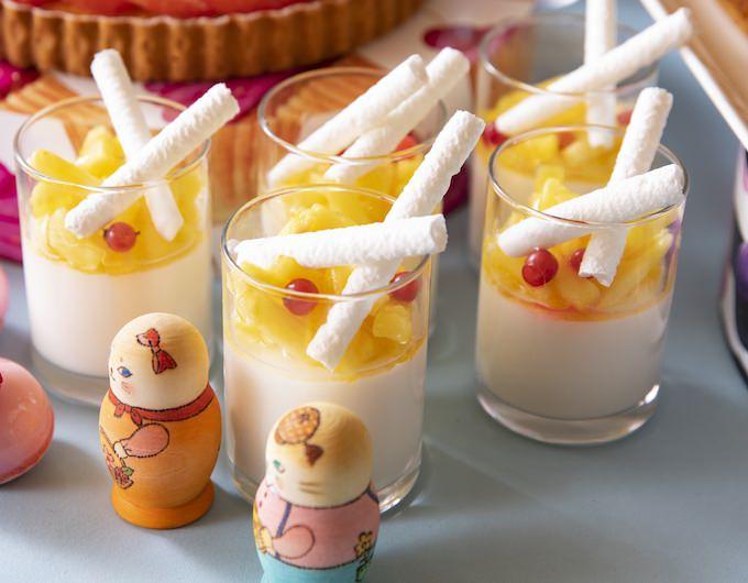 メニュー ミルク、パイナップルと白ゴマのパンナコッタ