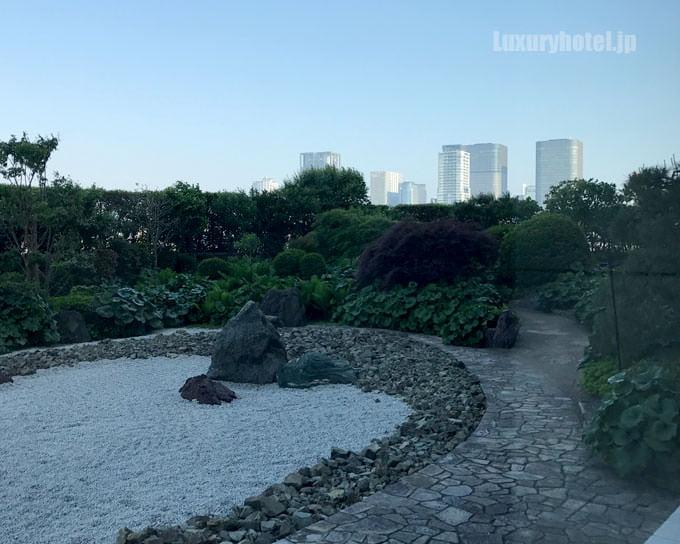 庭園から見た景色 ビルが見える