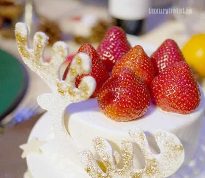 千疋屋クイーンストロベリー プレミアムショートケーキ トナカイのデコレーション