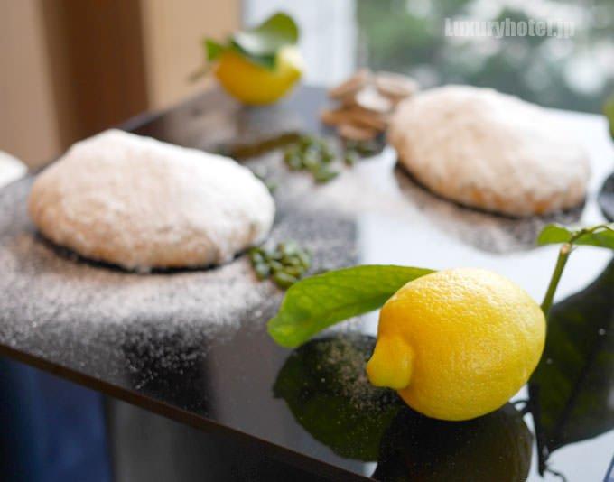 「ツィトローネ シュトーレン」とレモンの果実