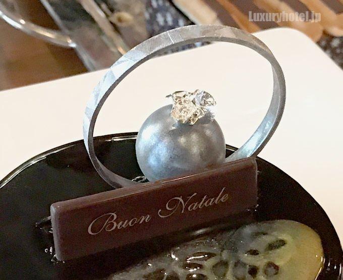 スプレンドーレ 指輪のような飾り