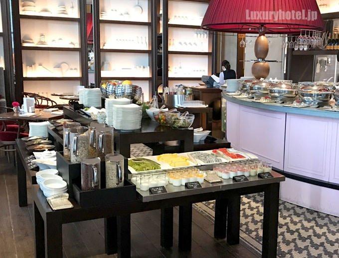 店内にある朝食ブッフェ台