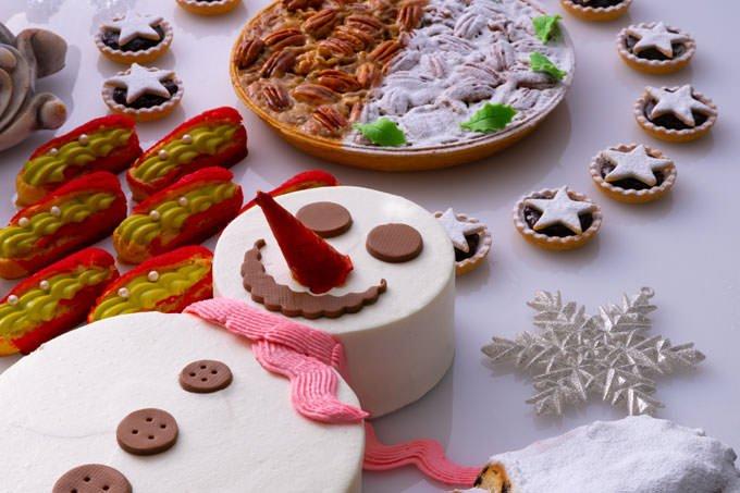 苺のショートケーキは雪だるまの形