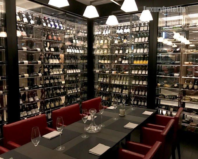 ワインに囲まれた個室