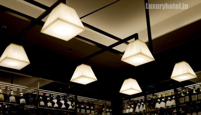 個室の照明がクラシカルで良い