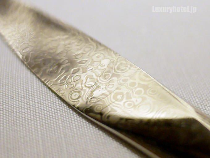 柄が印象的なナイフ