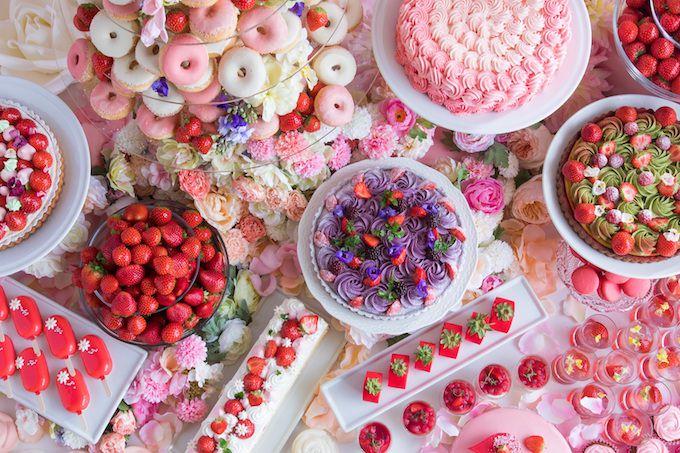 ヒルトン大阪「ストロベリーデザートビュッフェ ~お花の世界にかこまれて~」 イメージ画像