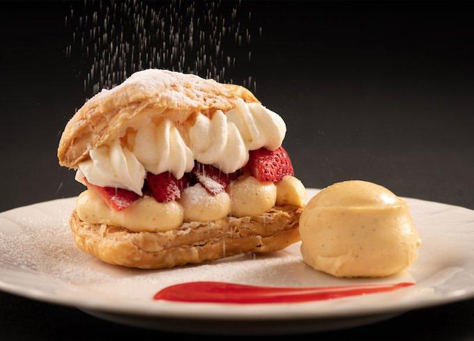 『ナイトスイーツブッフェ ~ストロベリーマーケット~』「苺のミルフィーユ ~バニラアイスクリーム添え~」