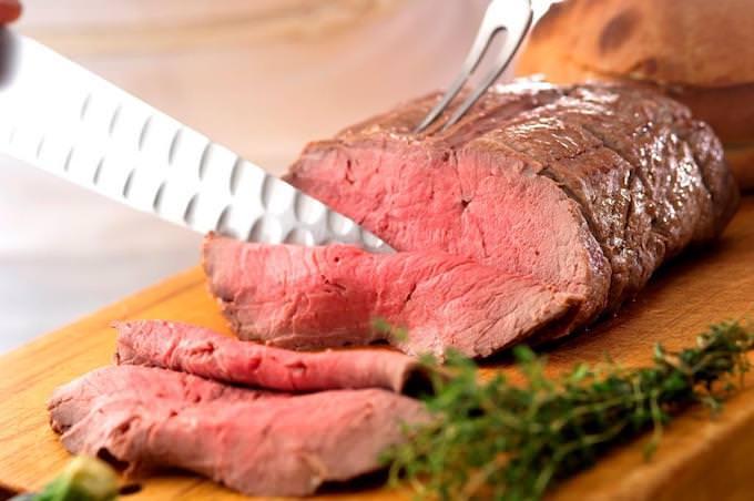 『ミート ミーツ ストロベリー』肉料理