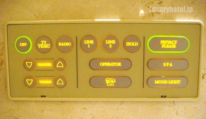 ザ・ペニンシュラ東京 バスルームの操作パネル